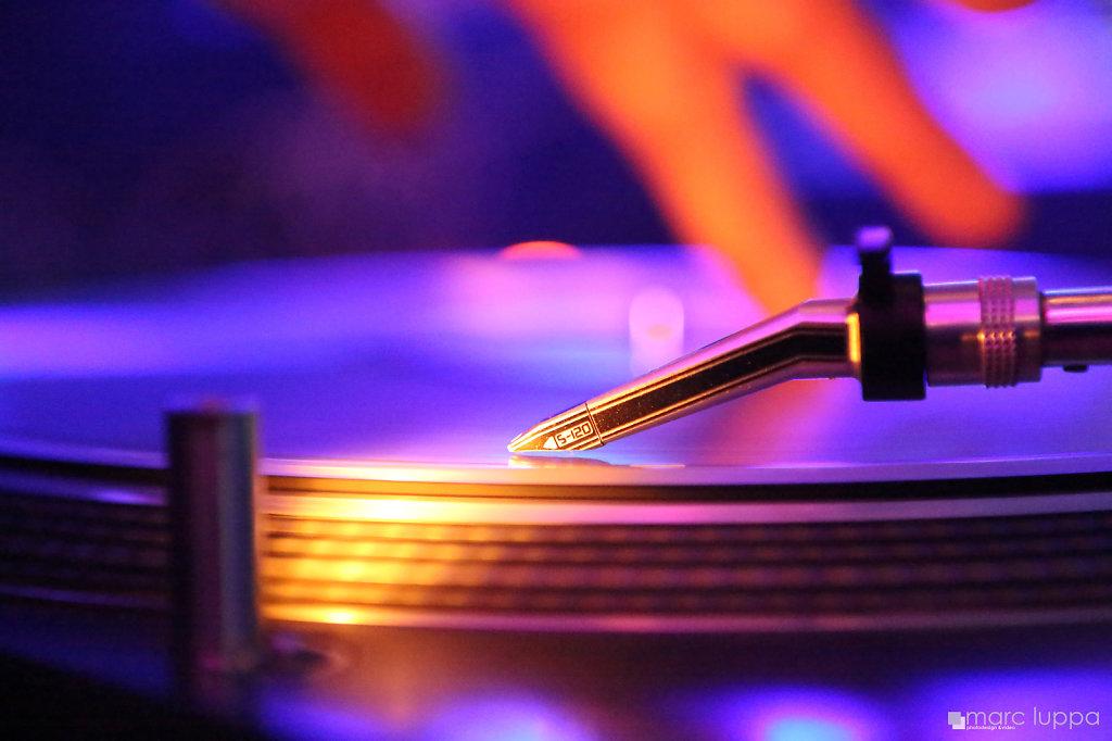 Turntable-MML-2045-WM.jpg